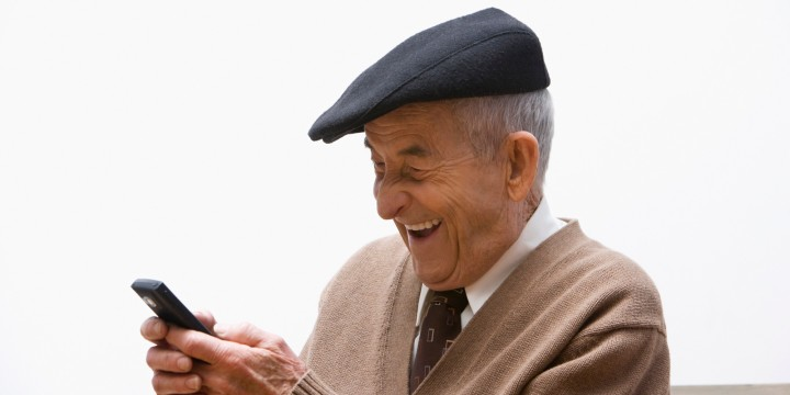 o-OLD-PEOPLE-TEXTING-facebook